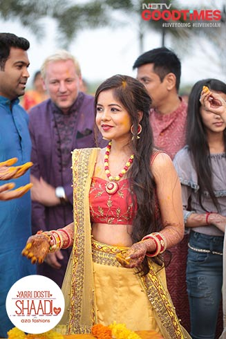 At her Haldi, Anshul is surrounded by her family and friends, just the way she wanted it.