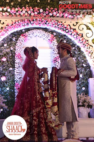 This is the moment that Abhishek had been waiting for over the years; the moment Anshul had dreamt of since she fell in love with Abhishek. Their eyes hold each other's gaze as they exchange heir varmalas.