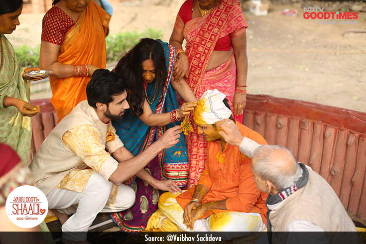Aalekh too steps in to put haldi on Vaibhav along with his friends and family.