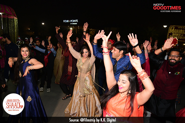 Vaibhav's baraat comes in with swag as his friends and cousins perform a flash mob on lively Punjabi songs.