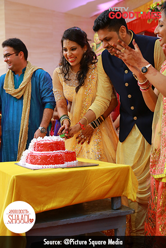 After their Sangeet ceremony, Jagdish and Padma cut the cake.