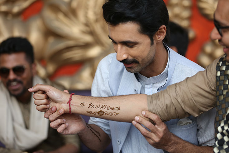 One of the tasks assigned by Hitesh to his best friend was to get all the men present at the mehendi to wear henna tattoos in support of him. The couple's wedding hashtag #pahikishaadi , is what all his friends got written and Hitesh couldn't be happier.
