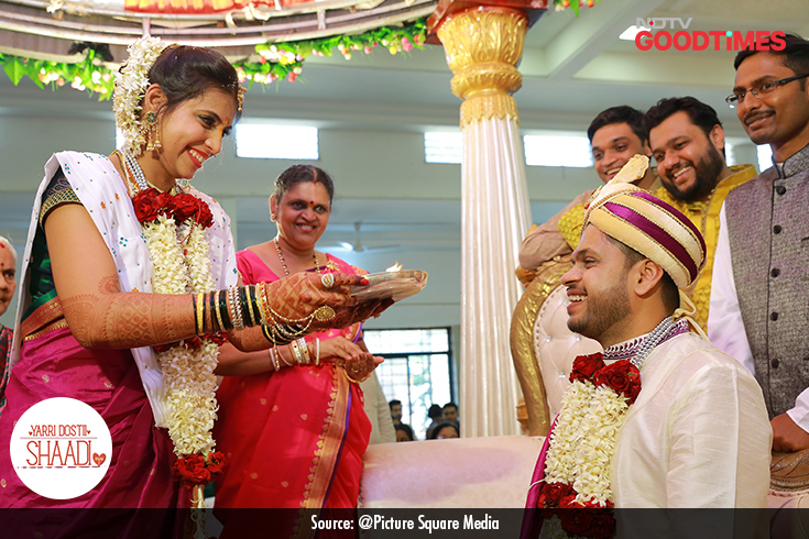 Knowing that they are now husband and wife, Padma and Jagdish look at each other, smiling.