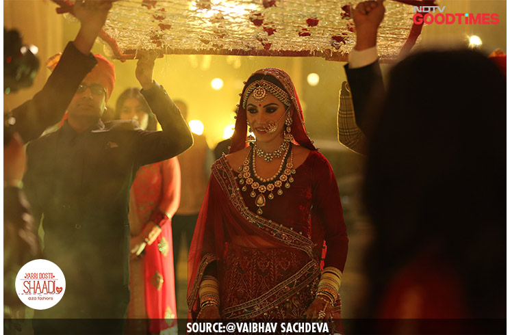 Looking like an absolute stunner, Tarni makes a royal entrance in the mandap with her brothers.