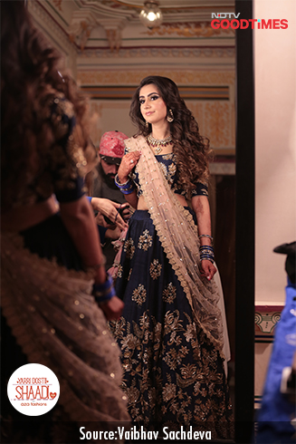 Looking drop dead gorgeous in her Aza outfit, Ankita soaks in her look before heading towards the sangeet venue.