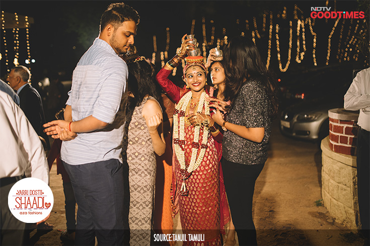 Among all the fun ceremonies of a Kodava wedding, the last one consists of the groom's family stopping the bride from entering the house, while she carries pots of water on her head. Jahnavi is stopped by Vikram's cousins as she tries to enter the mandap after the wedding.