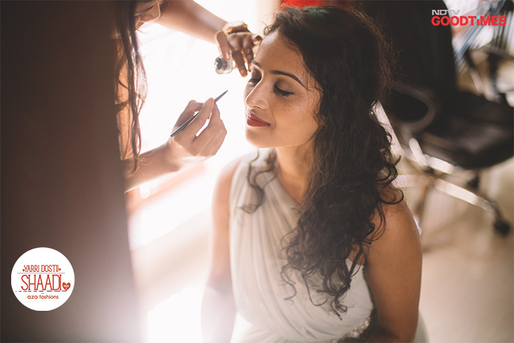 A day before the wedding, Jahnavi gets ready for the pre-wedding shoot.